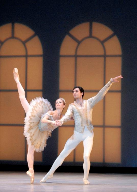 Heather Ogden and Pavel Gurevich in Pas de Dix