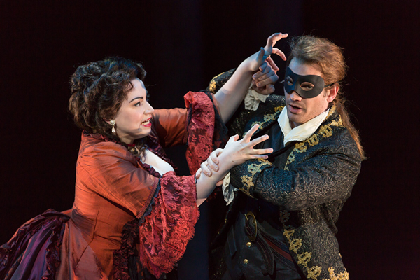 Raquel González as Donna Anna and Michael Adams as Don Giovanni