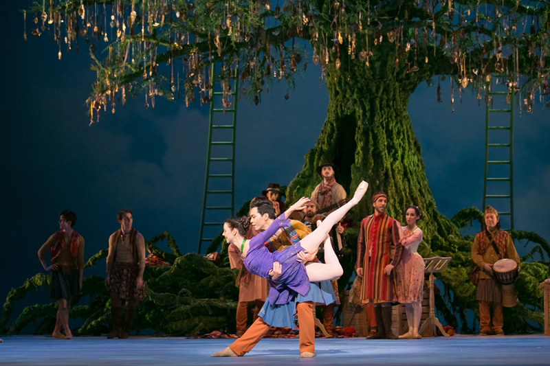 Jillian Vanstone and Naoya Ebe with Artists of the Ballet in The Winter's Tale