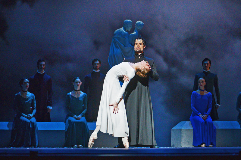Hannah Fischer and Piotr Stanczyk with Artists of the Ballet in The Winter's Tale